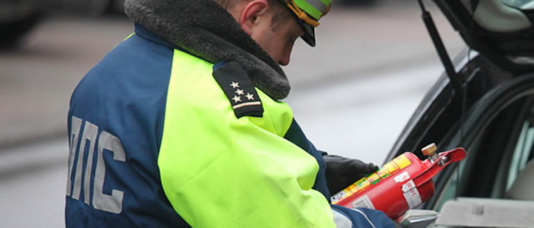Имеет ли право гаишник оштрафовать за просроченный огнетушитель?