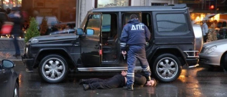 Инспектор применил силу и выволок из машины? Куда жаловаться на неправомерные действия, когда встанешь и отряхнёшься?