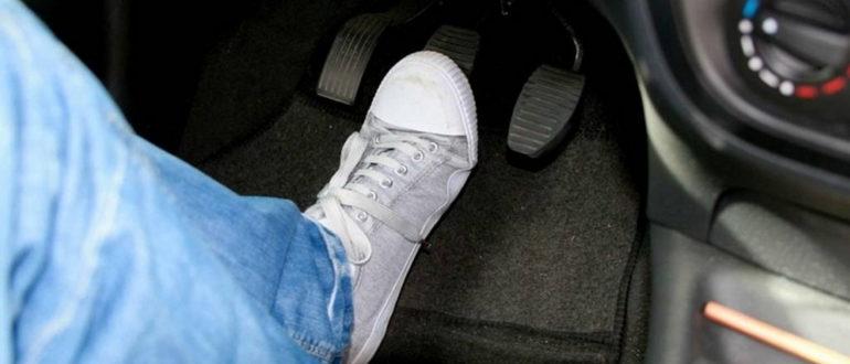 Чтоделать, если при торможении бьет педаль тормоза?