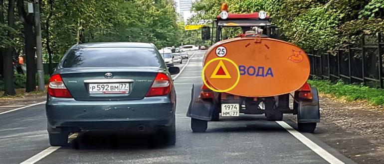 Можно ли совершить обгон, если есть сплошная и знак, а транспорт едет очень медленно