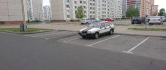«Мне плевать на всех, я паркуюсь как хочу!»: водителю девятки явно не хватает наклейки стопхама