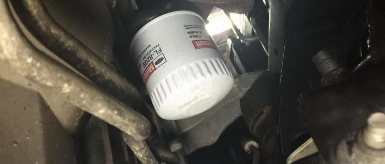 Как открутить масляный фильтр без ключа?