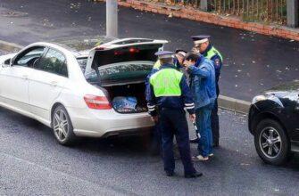Обязан ли водитель открывать багажник инспектору ДПСк — что делать?