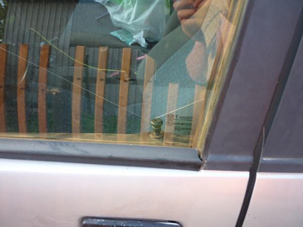 Как открыть машину без ключа если ключ остался в машине
