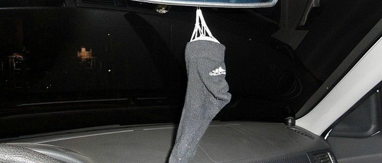 Зачем опытные водители возят зимой в автомобиле пару чистых носков