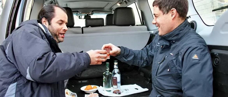 Как лишают прав за распитие алкоголя возле машины