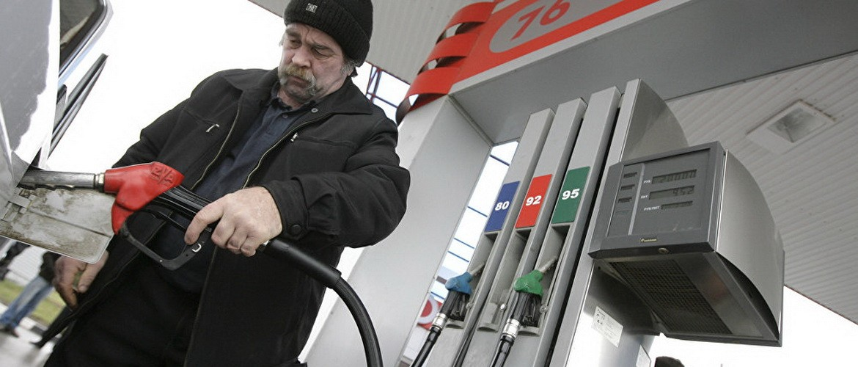 Как заправить полный бак топлива, заплатив при этом за две трети?