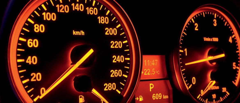 Зачем на спидометре такие показатели скорости, которые машина даже не развивает