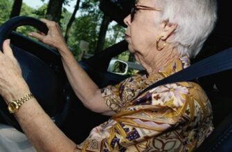 Научил тёщу водить машину