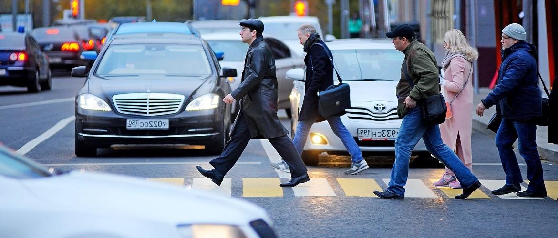 Когда водитель должен уступить дорогу пешеходу
