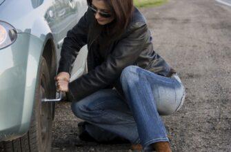Помог девушке поменять колесо