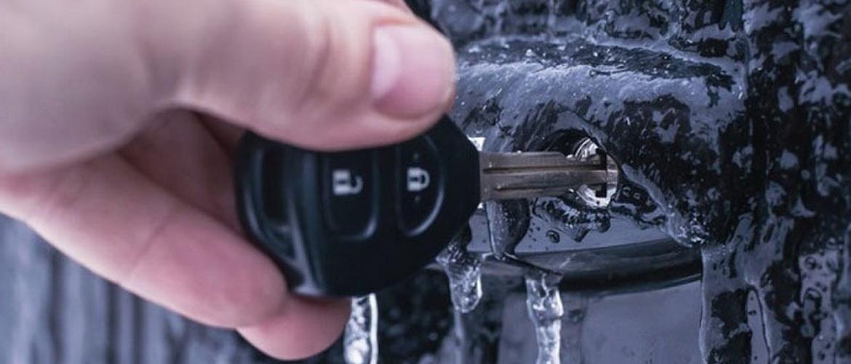 Как открыть замерзшую машину