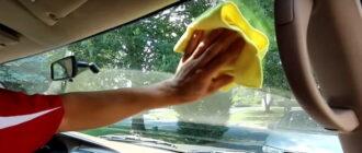 Чем очистить лобовое стекло изнутри без разводов