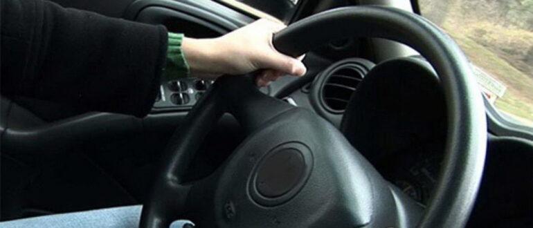 Почему машину уводит в сторону