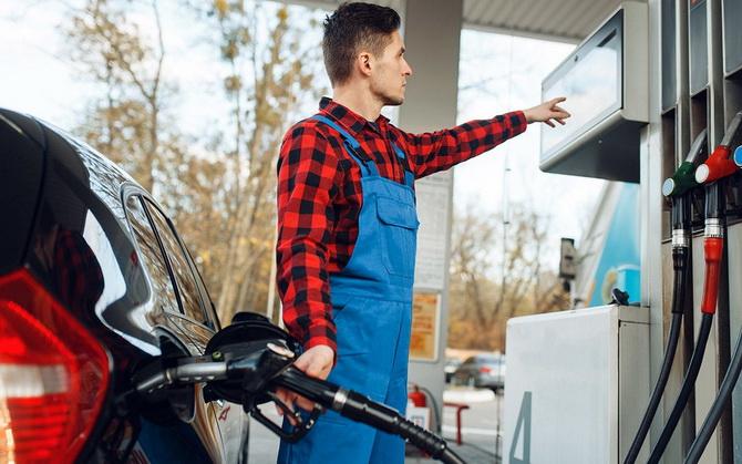 Почему нельзя заливать полный бак бензина