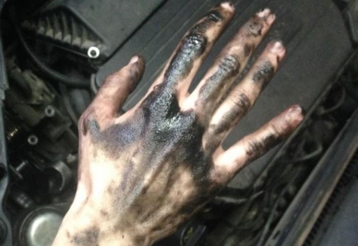 Чем отмыть машинное масло с рук
