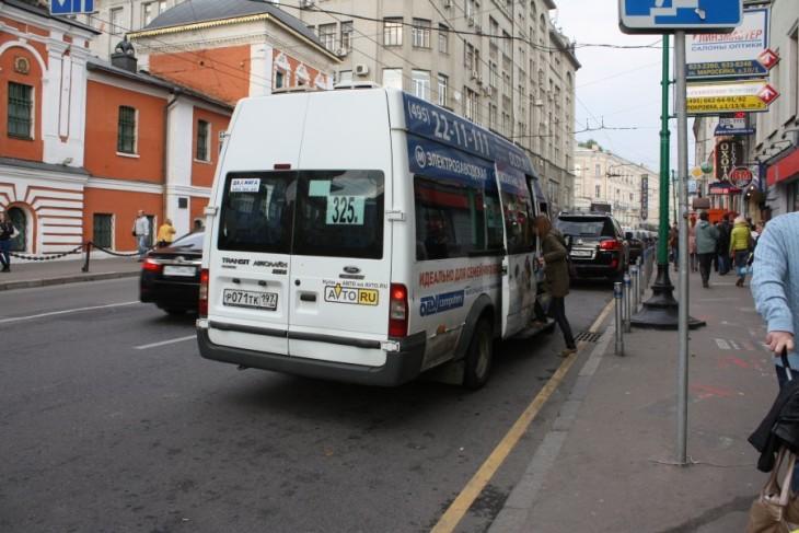 Надо ли уступать дорогу маршруткам, отъезжающим от автобусной остановки