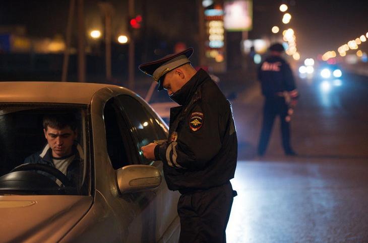 Обязан ли водитель садиться в патрульную машину ДПС