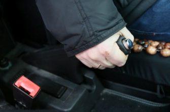 Можно ли зимой ставить машину на ручник